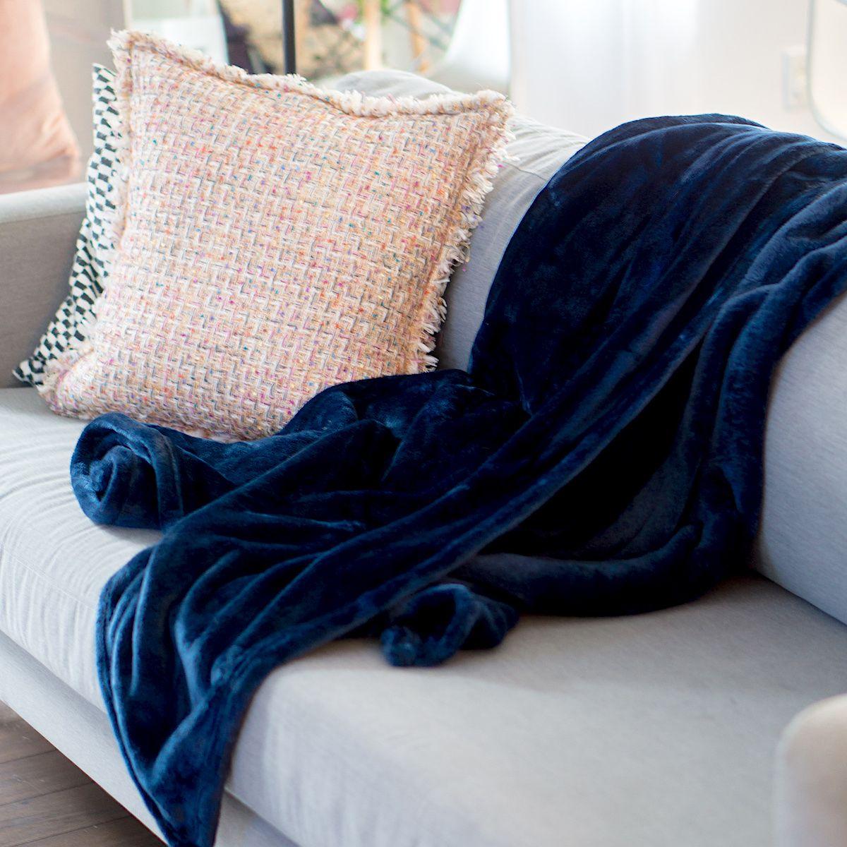 Indexp Jet/é de lit en Flanelle Solide Chaud Micro en Peluche d/îner de Massage Doux Couvre-lit en Polaire pour canap/é lit D/écoration de Chambre Robe de Sports athl/étisme