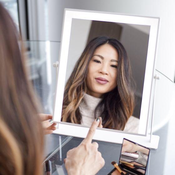 Grand miroir sur pied avec éclairage DEL