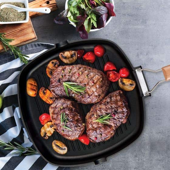 """MasterPan 11"""" Non-stick Cast Aluminum Grill Pan with Foldable Handle"""